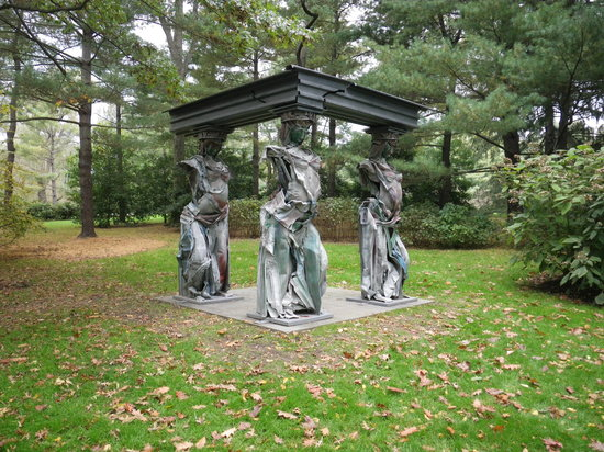 Purchase, NY: modern caryatid sculpture