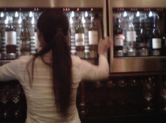 Bedford Village Inn: Bar tender