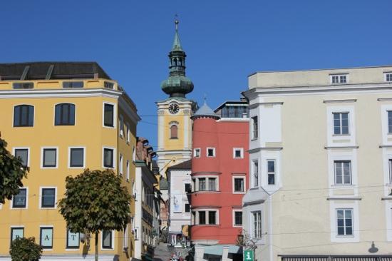 Stadtpfarrkirche Gmunden: Blick vom Stadtplatz zur Kirche