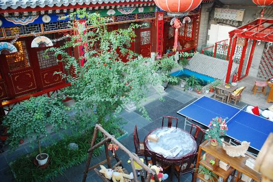 Templeside Deluxe Hutong House Hotel: from the bamboo stairs