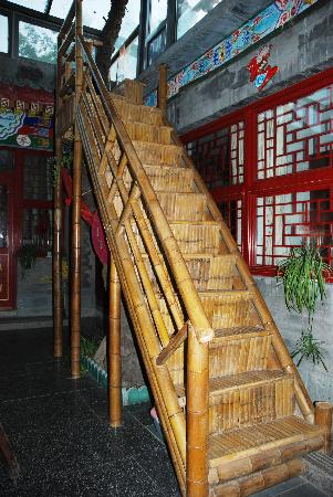 Templeside Deluxe Hutong House Hotel: bamboo stairs