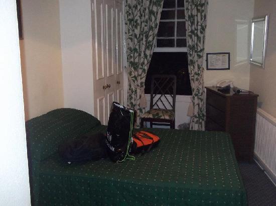 Jenkins Hotel: room inside