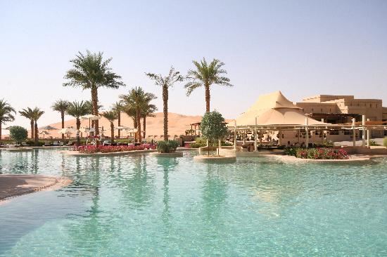 Qasr Al Sarab Desert Resort by Anantara : pool