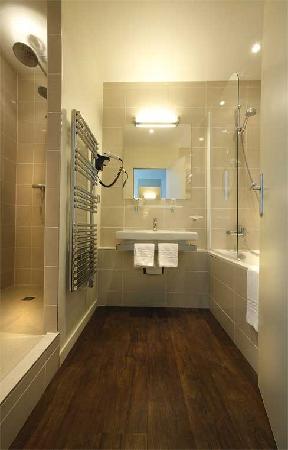 Grand Hôtel du Casino de Dieppe : salle de bain suite
