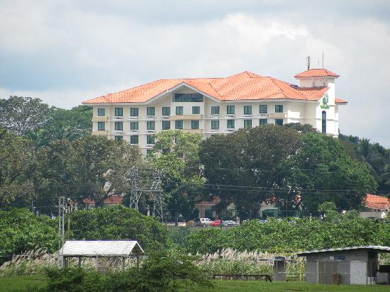 Holiday Inn Panama Canal: View of hotel from Panama Canal