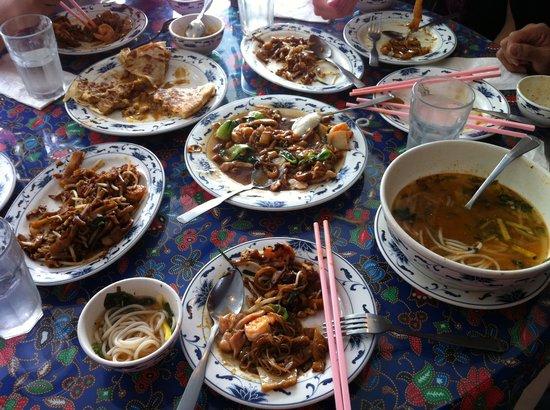 Singapore Malaysian Restaurant: Family meal