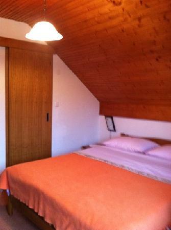 Villa Jezerka: room 2 first floor, nice!