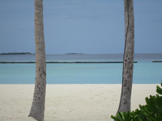 Constance Halaveli: beautiful beach shame about the breakwater