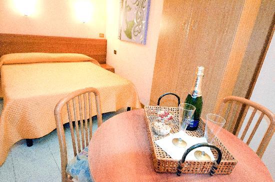 Hotel Viterbo Inn: Camera matrimoniale