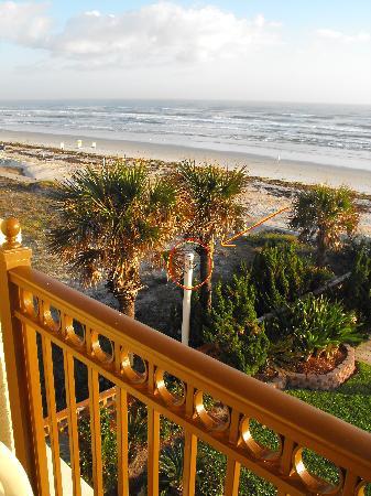 La Quinta Inn & Suites Oceanfront Daytona Beach : Spycam aimed at room (1)