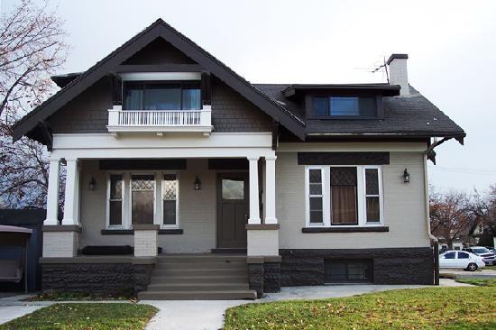 Aspenwood Manor: Exterior