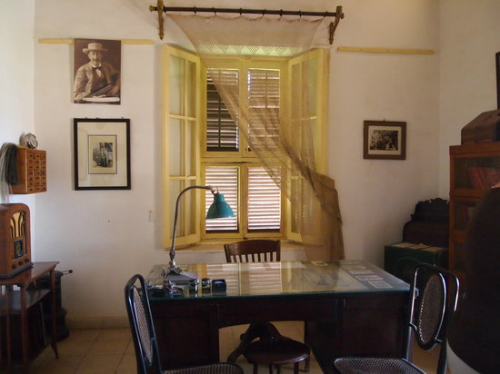 Howard Carter House: Study