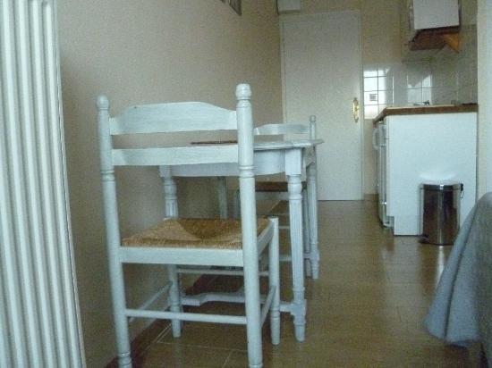Manoir du Parc: Kitchen table for two