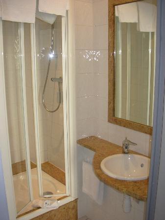 Hotel Continental : la chambre avec douche
