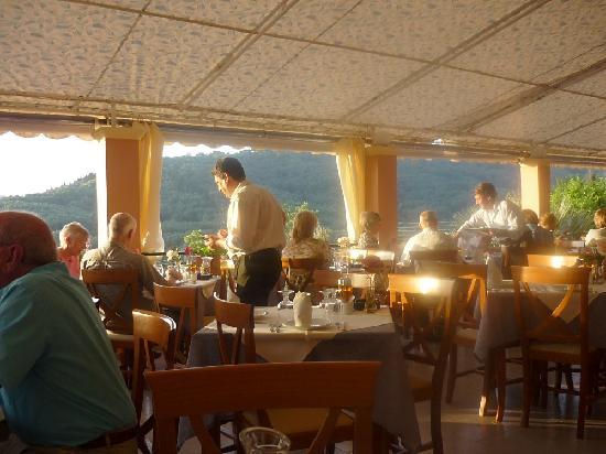 Theo's Hotel: Hotel restaurant