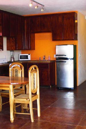 La Terraza Condominiums: kitchen