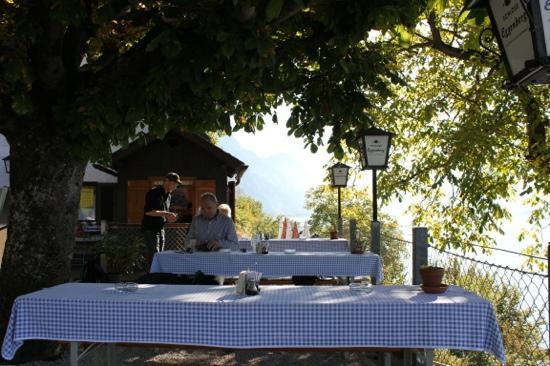 "Miesweg : Terrasse der Jausenstation ""Moaristidl"""