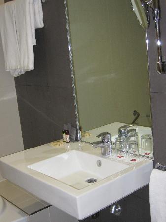SANA Reno Hotel: Baño