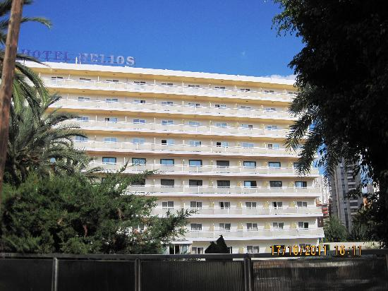 Hotel Helios Benidorm: South Facing (front) of hotel.