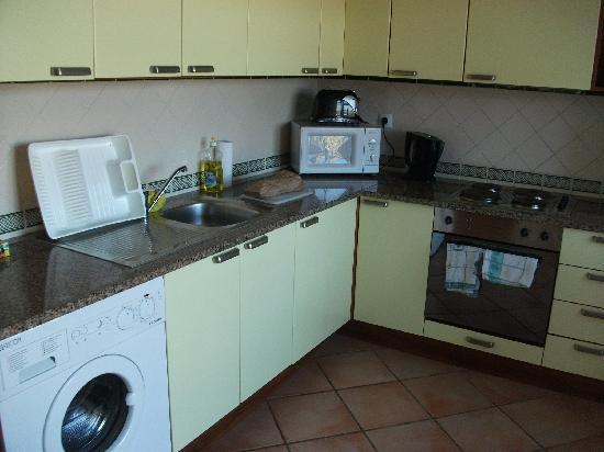 Colina da Lapa: Kitchen in the one bedroom apartment