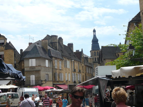 Sarlat-la-Caneda, France: mercadillo