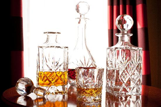 Carlton George Hotel: Complimentary Minibar and decanters in every room