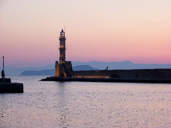 Khaniá by, Hellas: Chania lighthouse in twilight