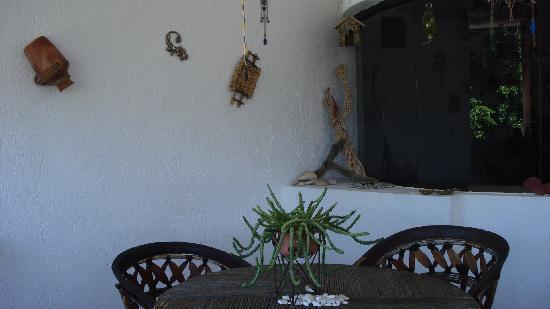Baja Bed and Breakfast: Terraza para el desayuno