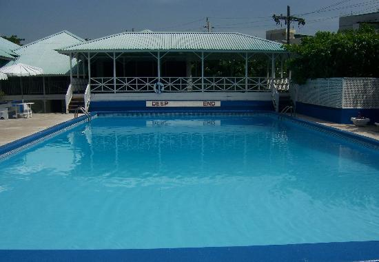 Liguanea Club : Pool and Gazebo