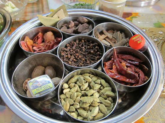 Gourmet Desire : Setting up a proper spice box