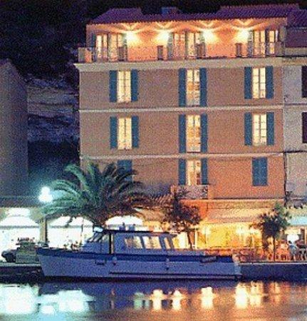 Best Western Hotel du Roy D'Aragon : l'hôtel du Roy d'Aragon sur le port de Bonifacio