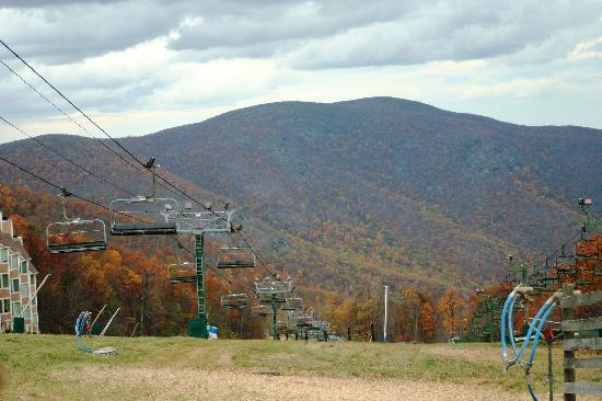 Wintergreen Resort: No, I did not have to wait to get this shot without people - it was abandon there!