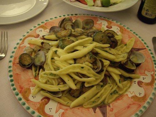 La Taverna di Masaniello: Zucchini and Clam pasta