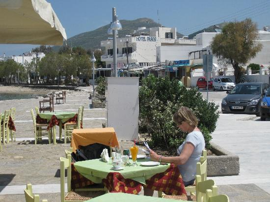Hotel Paros: The hotel in the background