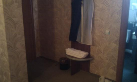 Helin Hotel: enter in the room