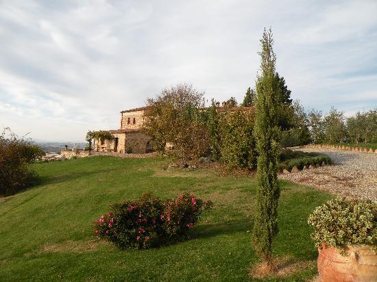 Podere Finerri: Panorama del casale
