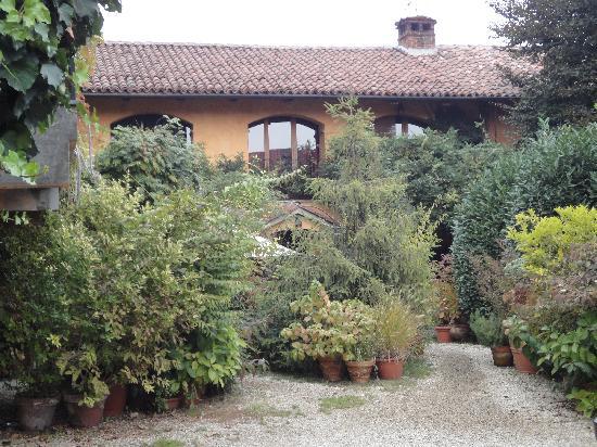 Carmagnola, Italia: ...il giardino...