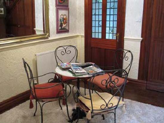 The Laurels Bed and Breakfast: Lobby