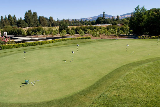 Honor Mansion, A Wine Country Resort: Putting & Bocce ball