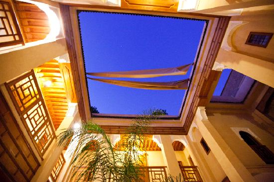 Al Ksar Riad & Spa : Si hay luna no dudeis en subir a la azotea/terraza
