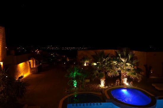 Hotel Xaluca Dades: Piscina de noche