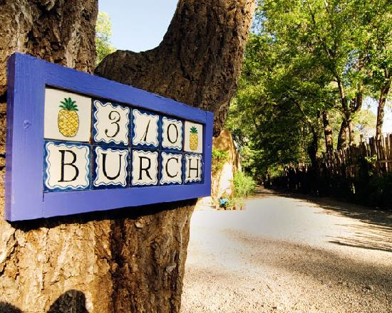 Burch Street Casitas Hotel: Welcome to 310 Burch Street