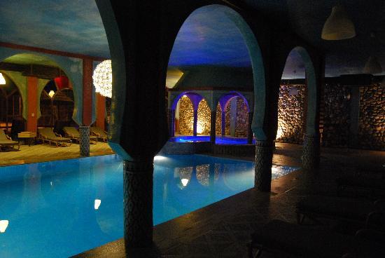 Kasbah Hotel Xaluca Arfoud: piscina interior y jacuzzi