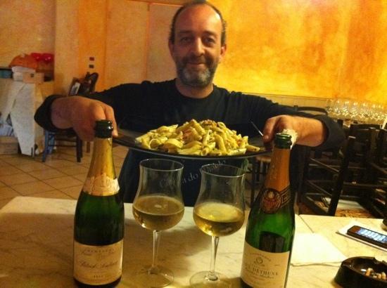 Osteria Degli Artisti : tagliatelle pistacchi pinoli e pomodorini e champagne...