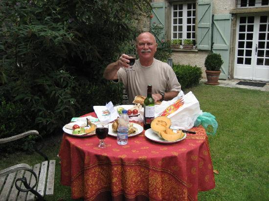 La Résidence : Enjoying the back garden.  A votre santé!