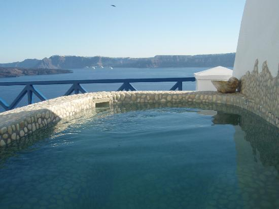 Astarte Suites: Private open air Jacuzzi