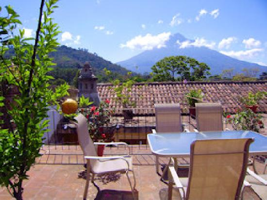 Candelaria Antigua Hotel: Nice view of Agua Volcano from Terrace