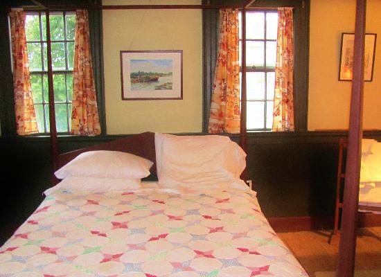 Lennox Inn 1791: Cornwallis Room