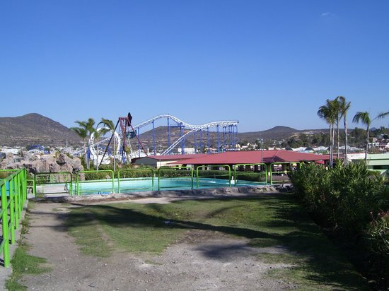 Queretaro City, Mexiko: Rollercoaster & water ride