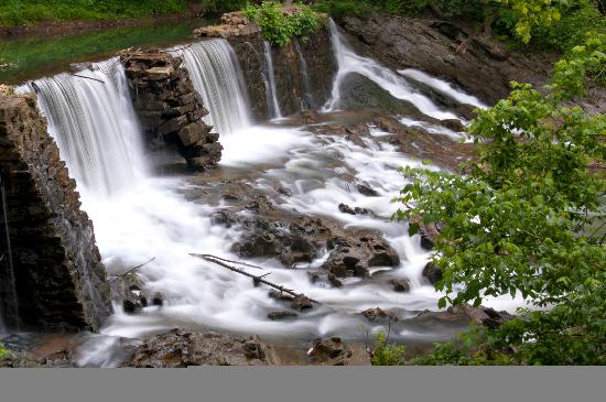 Amis Mill Eatery: Big Creek Dam and Waterfall